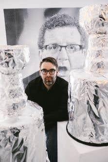 Marc-Antoine K. Phaneuf a conçu 25 coupes Stanley en carton, de taille réelle et recouvertes de papier aluminium.