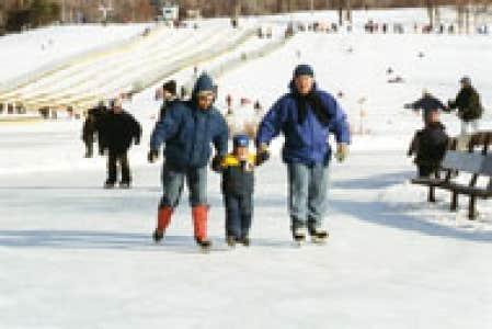 D crocher ses patins le devoir for Patinoire exterieur montreal