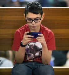 L'an dernier, la Direction de santé publique de Montréal s'est vu confier la mission de se pencher sur la question du danger du Wi-Fi en classe à la demande du conseil d'établissement d'une école primaire de Montréal.