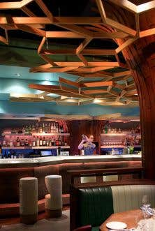 C'est un magnifique décor qui a été installé par Alexandre Brousseau dans ce sous-sol du centre-ville de Montréal qui abritait autrefois un lieu de débauches estudiantines et qui accueille aujourd'hui le restaurant Soubois.