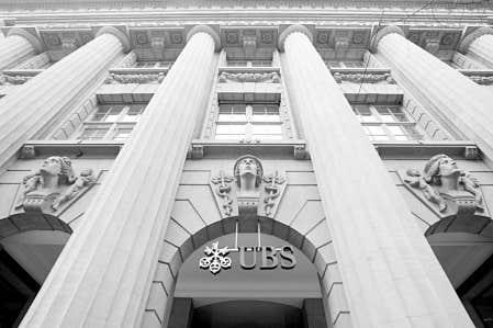 L'évasion fiscale a attiré l'attention des médias et du monde politique quand a éclaté en début d'année le scandale des pratiques de la banque suisse UBS, qui avait démarché des Américains fortunés pour leur offrir des services personnalisés d'évasion fiscale.