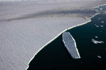 Le glacier Humboldt, dans l'Arctique, se défait en morceaux, conséquence du réchauffement du climat.
