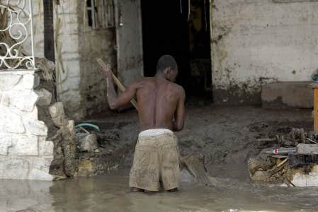 Les quatre tornades et cyclones qui ont frappé Haïti à la fin de l'été 2008 ont transporté aux Gonaïves 2,6 millions de tonnes de boues.