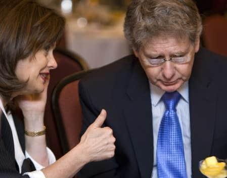 Le délégué général du Québec à New York, John Parisella, en compagnie de la présidente du conseil d'administration de HEC Montréal, Hélène Desmarais.