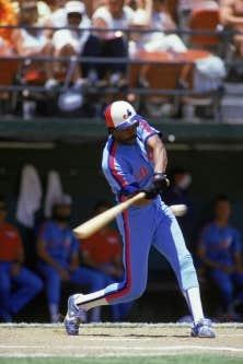 Andre Dawson aurait préféré porter la casquette des Cubs lors de la cérémonie d'intronisation.