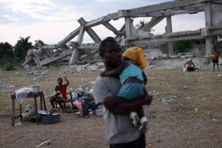 Des sinistrés dans un camp de fortune à Haïti