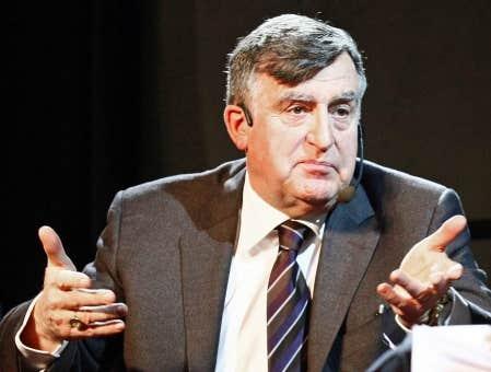 Lucien Bouchard a porté un dur coup au mouvement souverainiste, hier soir, lors d'un forum organisé à Québec par l'Institut du Nouveau Monde dans le cadre des 100 ans du Devoir.