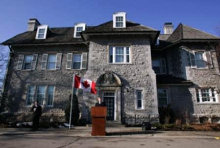 Harper quittera le 24 sussex m me s 39 il s 39 accroche au for Annonceur maison du canadien