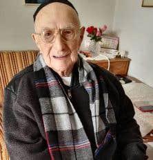Yisrael Kristal avait vu le jour le 15 septembre 1903 à Zarnow, en Pologne actuelle.