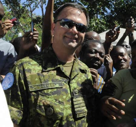 Le colonel Bernard Ouellette lit son Devoir tous les matins, qu'il soit au Québec ou en Haïti.