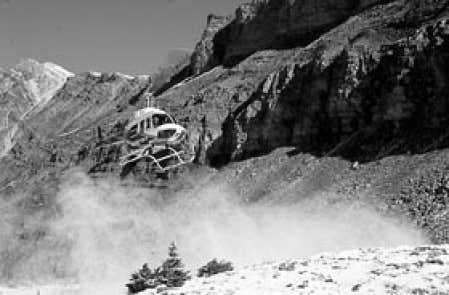 Vol en hélicoptère du côté du mont Cline, en Alberta.