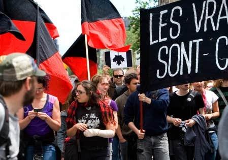 &laquo;Les vrais casseurs sont chefs d&rsquo;&Eacute;tat&raquo;, pouvait-on lire sur une des pancartes que brandissaient les manifestants.<br />