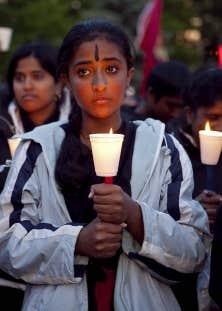 Rassemblement &agrave; Toronto pour comm&eacute;morer le premier anniversaire de la fin de la guerre civile au Sri Lanka, mai 2010. <br />