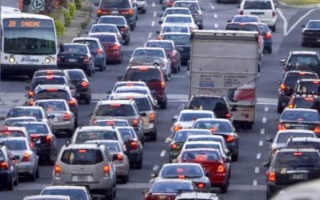 Mises bout &agrave; bout, les 43 000 autos qui s&rsquo;ajoutent annuellement en r&eacute;gion montr&eacute;alaise forment une file longue de 258 kilom&egrave;tres.<br />
