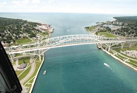 Le pont Bluewater reliant Port Huron, au Michigan, et Sarnia, en Ontario. <br />