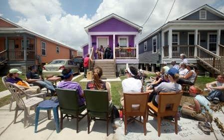 Cinq ans apr s katrina apr s l 39 ouragan de nouveaux - Devant d une maison ...