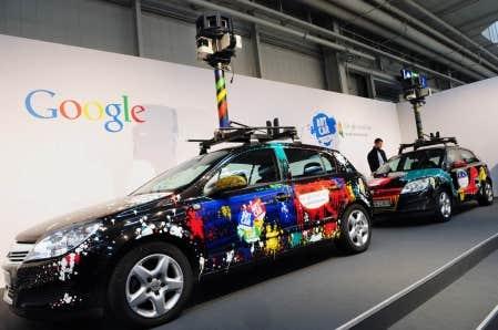 Les voitures charg&eacute;es par Google de photographier l&rsquo;environnement b&acirc;ti d&rsquo;un oc&eacute;an &agrave; l&rsquo;autre pour son service de cartographie Street View &eacute;taient aussi &eacute;quip&eacute;es d&rsquo;un logiciel dot&eacute; d&rsquo;un code particulier qui permettait de capter les signaux de r&eacute;seaux sans fil et d&rsquo;extraire les donn&eacute;es qu&rsquo;ils contenaient.<br />