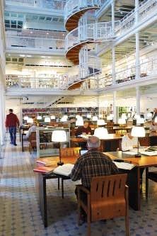 Le centre montr&eacute;alais des Archives nationales dans l&rsquo;ancien &eacute;tablissement des Hautes &Eacute;tudes commerciales, avenue Viger. Le Qu&eacute;bec a &eacute;t&eacute; d&eacute;poss&eacute;d&eacute; d&rsquo;une grande quantit&eacute; de pr&eacute;cieux documents datant de la Nouvelle-France.<br />