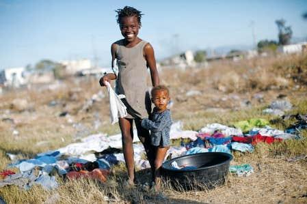 Camp de r&eacute;fugi&eacute;s &agrave; l&rsquo;ext&eacute;rieur de Port-au-Prince<br />