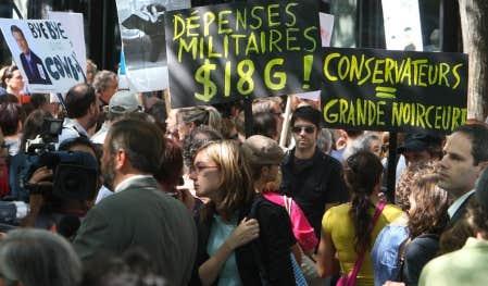Manifestation &agrave; Montr&eacute;al en ao&ucirc;t 2008 contre les compressions en culture.<br />
