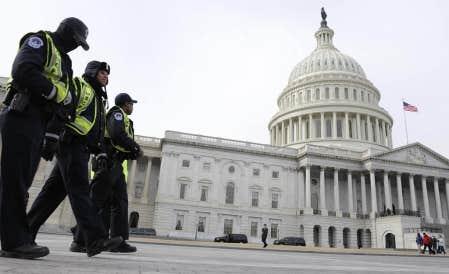 Des policiers patrouillent aux abords du Capitole, &agrave; Washington, o&ugrave; le pr&eacute;sident Barack Obama prononcera ce soir son discours annuel sur l&rsquo;&eacute;tat de l&rsquo;Union. M&ecirc;me avec un taux d&rsquo;approbation avoisinant les 53 %, un sommet in&eacute;gal&eacute; depuis le d&eacute;but de la crise financi&egrave;re, Obama devra trouver le ton juste. Car tout est plus une question de style que de r&eacute;alit&eacute; politique.<br />