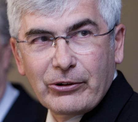 Le ministre Gignac a donn&eacute; son accord au projet de Mine Jeffrey.<br />