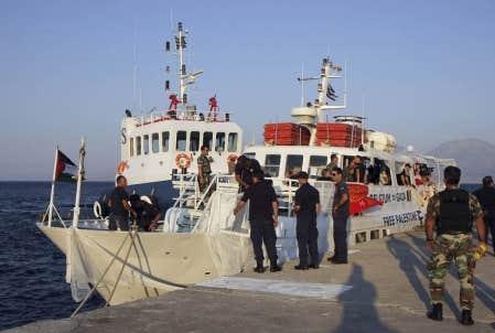 Le navire canadien Tahrir est retourn&eacute; au port, en Cr&egrave;te, apr&egrave;s avoir &eacute;t&eacute; intercept&eacute; hier par la garde c&ocirc;ti&egrave;re et l&rsquo;arm&eacute;e grecques.<br />