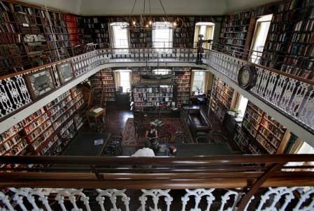 Les lieux secrets de qu bec la biblioth que des anglos for Galerie du meuble quebec