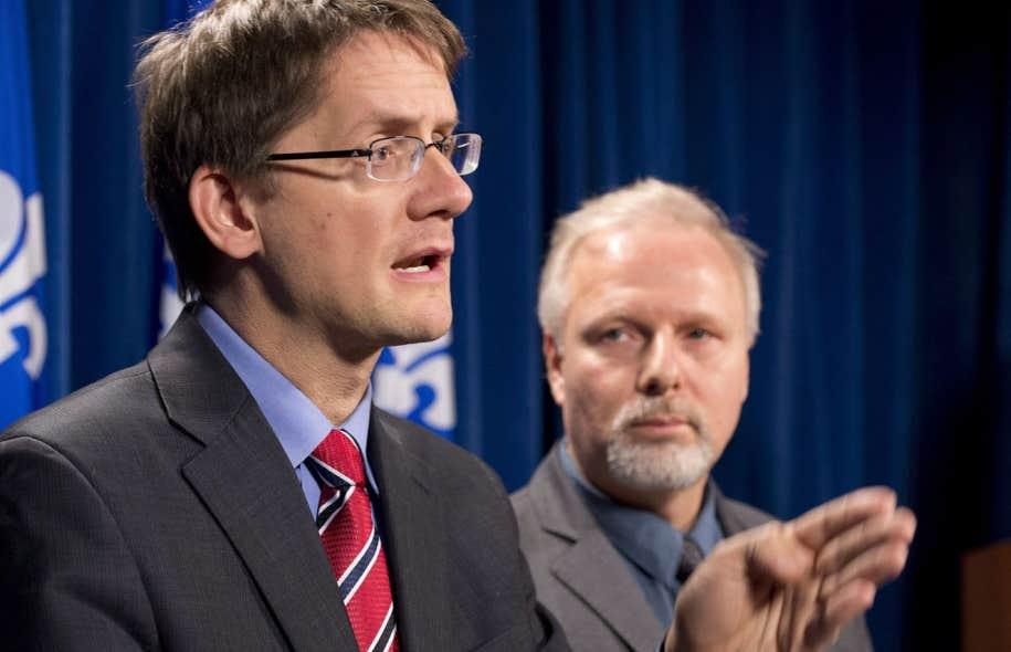 Sylvain Gaudreault (à gauche), en compagnie du ministre Jean-François Lisée.