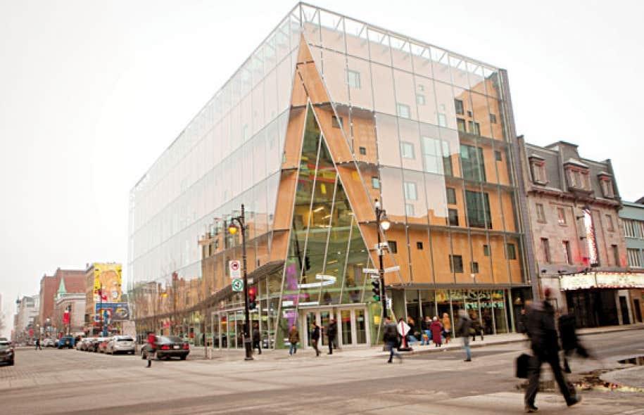 Les arts visuels en 2012 teint s de rouge et d espoir le devoir - Bibliotheque sur mesure montreal ...