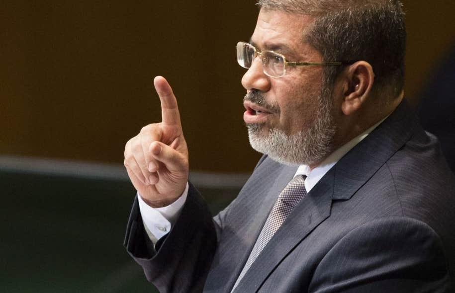 Lors d'un discours télévisé, le président Mohamed Morsi a présenté l'adoption de la nouvelle Constitution comme la naissance d'une « nouvelle république », appelant l'opposition au dialogue après un mois de troubles.