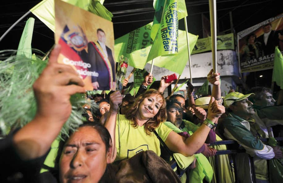 Les partisans du président sortant, Rafael Correa, ont tenu un dernier grand rassemblement jeudi à Quito.