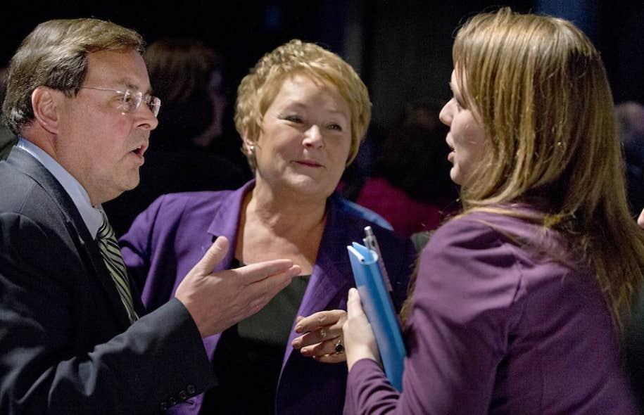 Pauline Marois avec le recteur Guy Breton et la présidente de la FEUQ, Martine Desjardins.