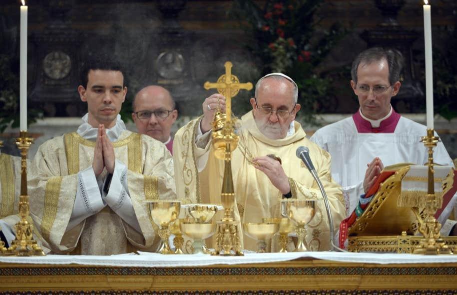 Le nouveau pape a célébré jeudi sa première messe à la chapelle Sixtine, prêchant l'obéissance au Christ.