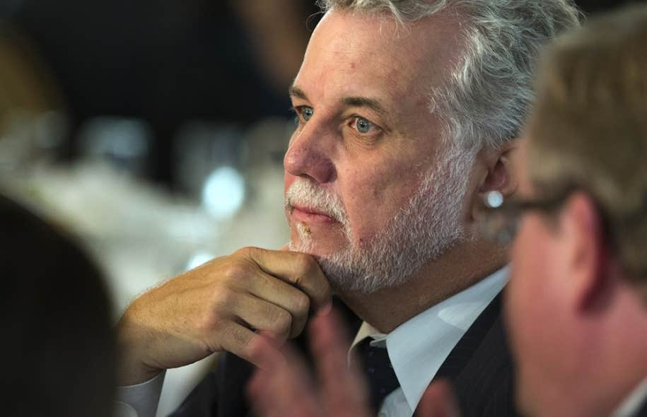 Lundi, Philippe Couillard, qui n'a pas encore de siège au Salon bleu, a évoqué la possibilité de se contenter de l'approbation de l'Assemblée nationale, avant de ratifier la Constitution.