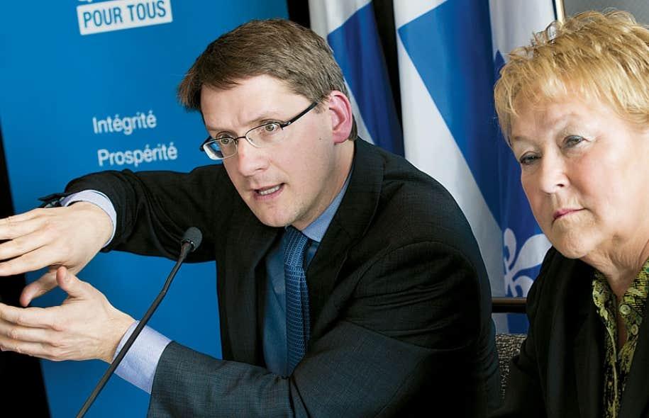 Le ministre des Transports et des Affaires municipales, Sylvain Gaudreault, et la première ministre, Pauline Marois, ont présenté lundi un projet Turcot « revu et bonifié » salué par les milieux d'affaires, mais mal reçu à l'Hôtel de Ville de Montréal, qui n'avait aucun représentant à la conférence de presse.