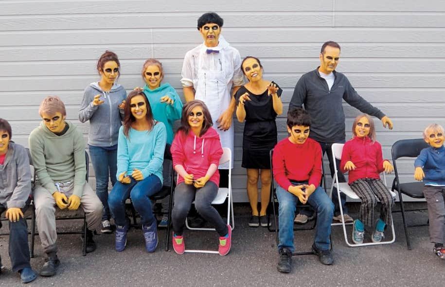 Des membres de l'équipe de la websérie Les jaunes, une comédie d'horreur fantastique née de l'initiative d'une bande de diplômés de l'Université Concordia.