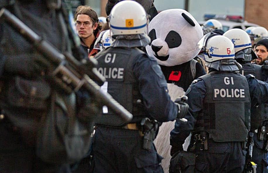 Depuis le 15 mars, environ 700 personnes ont été arrêtées et mises à l'amende (637 $) pour être contrevenues au règlement P-6.