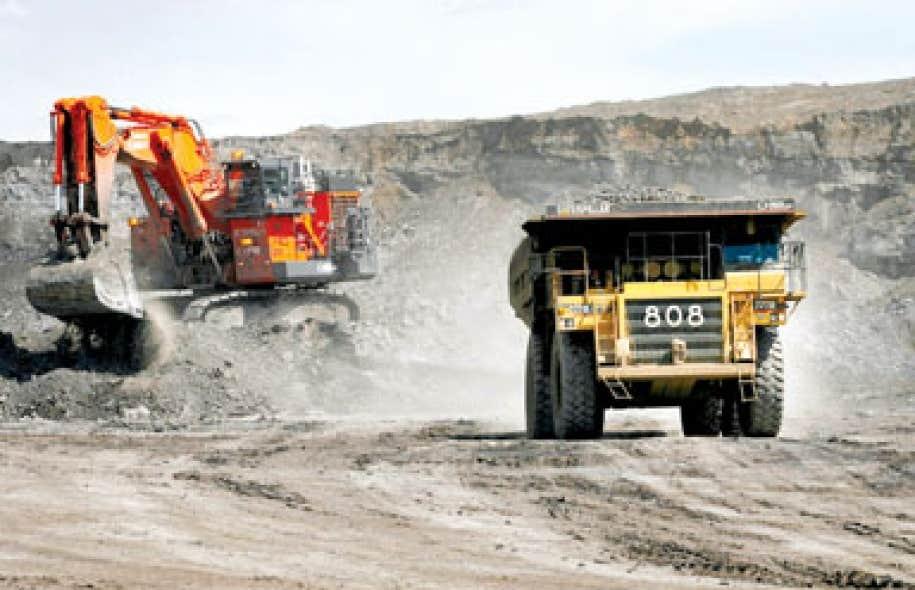 Extraction des sables bitumineux en Alberta. Dans les « critères d'admissibilité » au Fonds CISTE, le gouvernement Harper présente « les ressources pétrolières et gazières non classiques » comme des ressources « renouvelables ».