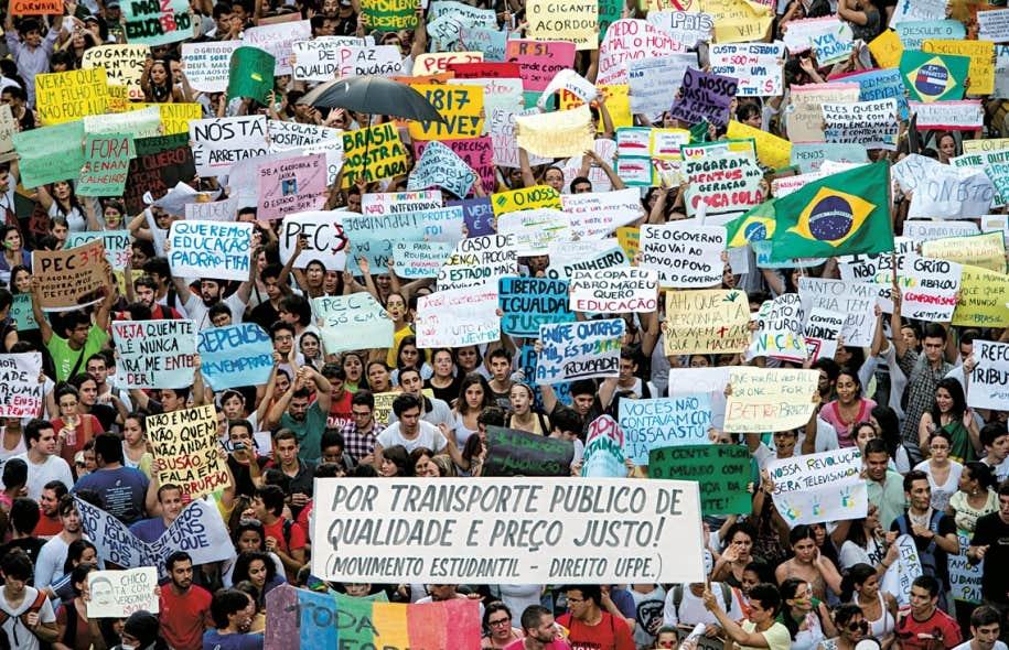 La présidente du Brésil, Dilma Rousseff, fait face à sa première crise sociale d'importance.