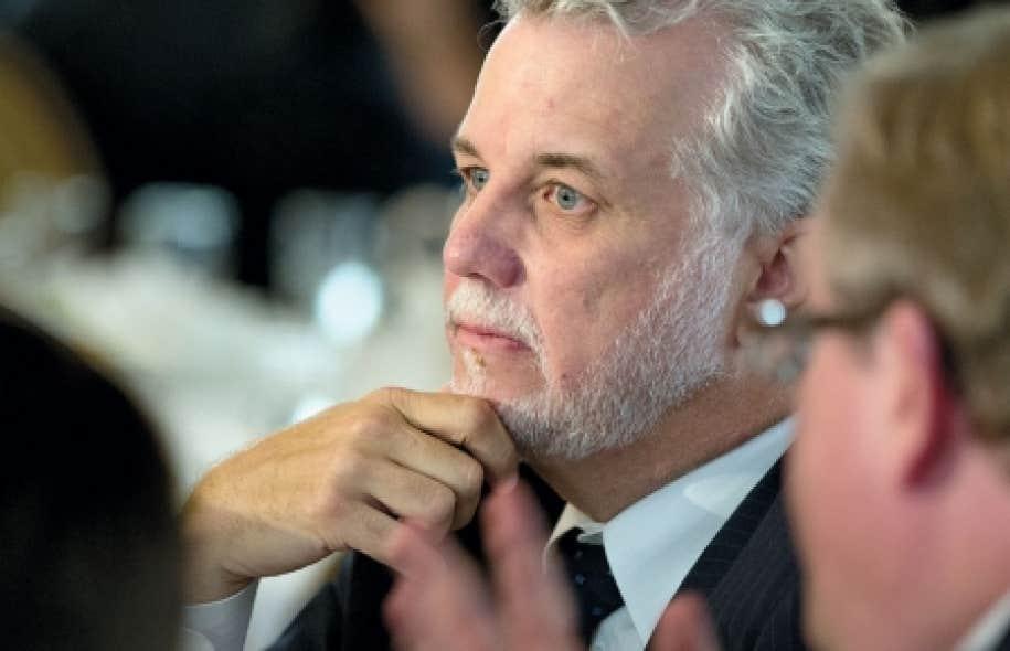 Présent au congrès de la Commission-Jeunesse de son parti, le chef du Parti libéral du Québec, Philippe Couillard, a refusé de se prononcer sur le sujet, disant vouloir laisser les jeunes débattre de la question.