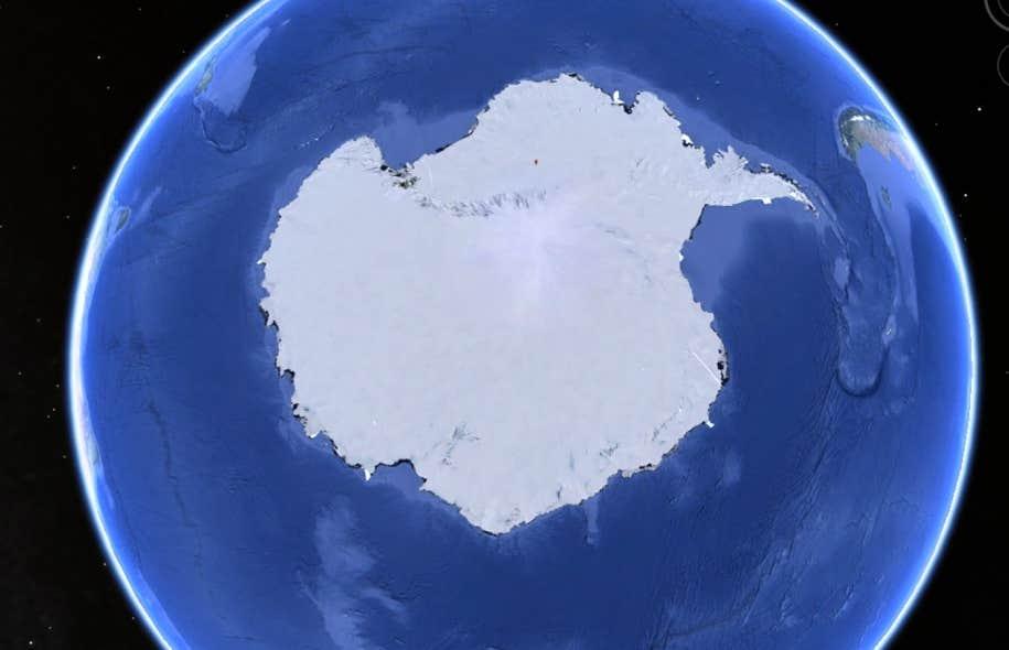 La plateforme de connaissance développée par Dominic Forest et Ollivier Dyens donne à voir un corpus de documents textuels traitant du thème de la posthumanité. La façon d'imaginer le monde du futur se positionne sur une carte cognitive épousant la forme de l'Antarctique.