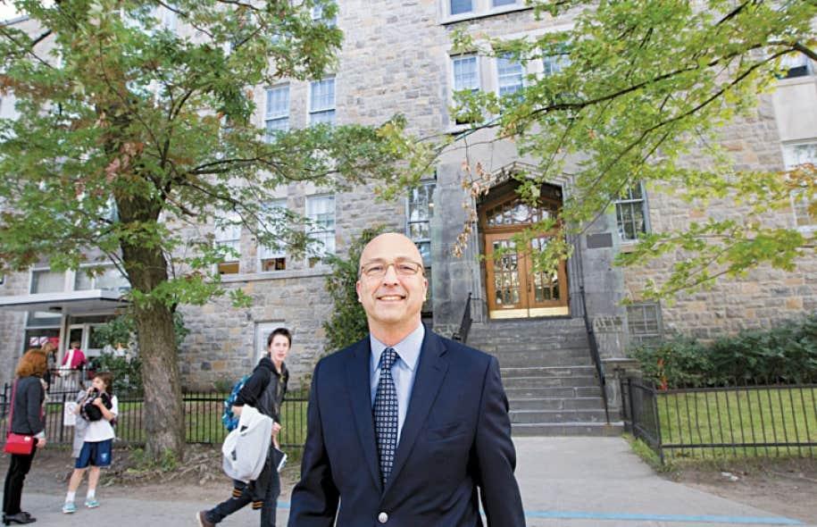 Philippe Warin, un ancien élève de Stanislas, a été directeur adjoint pendant neuf ans avant de devenir le directeur général de l'établissement en 2011.