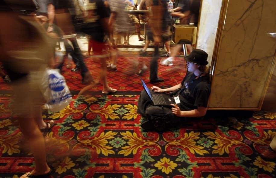 Plusieurs réclament l'adoption de lois plus sévères protégeant la vie privée des internautes.