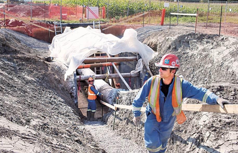 Enbridge a procédé à des excavations à Mirabel pour voir la canalisation enfouie il y a 38 ans.