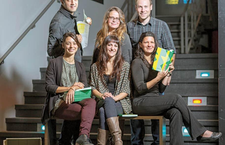 Les membres de l'équipe des RIDM, Roxanne Sayegh, directrice générale, Charlotte Selb, directrice de la programmation, Daniela Pinna, programmatrice Doc Circuit Montréal (devant), Mila Aung-Thwin, président du C.A., Patricia Bergeron, programmatrice Docs 2.0, et Bruno Dequen, programmateur associé, réunis à la Cinémathèque québécoise mercredi pour leur conférence de presse.