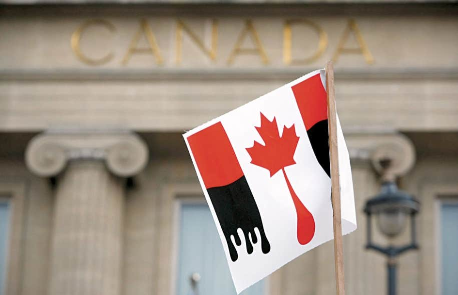 Le Canada est régulièrement la cible de manifestants en raison de l'exploitation de ce qu'ils considèrent comme du «pétrole sale». Comme ici, devant l'ambassade canadienne à Londres.