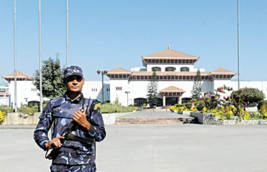 Le parlement de Katmandou est maintenant sous haute surveillance.