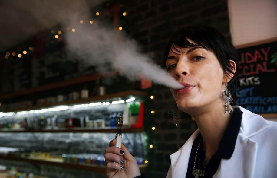 En décembre, New York a interdit la cigarette électronique dans les établissements publics. Des vaporiums, sorte de boutiques-fumoirs, avaient ouvert dans la ville.