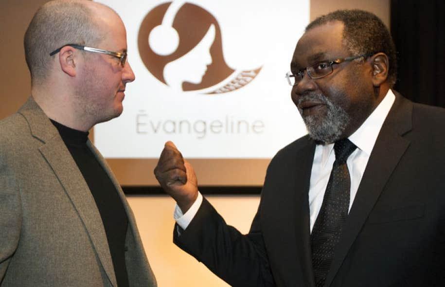 Le président de l'APEM, David Murphy, et le ministre de la Culture et des Communications, Maka Kotto, lors du lancement officiel de la plateforme Évangéline, mardi à Montréal.